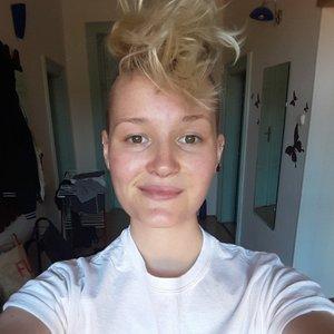 Erin_Hampson_Profile